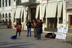 威尼斯街道音乐家 免版税库存图片