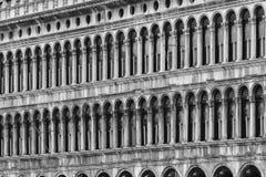 威尼斯运河、大厦和小船 库存图片
