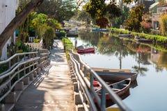 威尼斯运河历史的区,洛杉矶,加利福尼亚由方丈津尼建立了 人做了给催眠的运河和多 库存图片