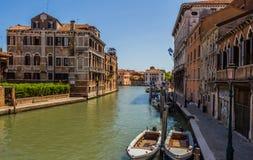 威尼斯都市风景、水运河和传统建筑 意大利,欧洲 库存图片