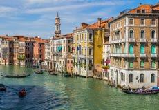 威尼斯都市风景、水运河和传统建筑 意大利,欧洲 库存照片