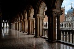 威尼斯,共和国总督` s宫殿的阳台 免版税库存图片