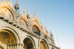 威尼斯,圣马尔谷教堂大教堂的门面  免版税图库摄影
