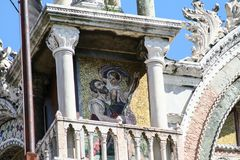 威尼斯,圣马尔谷教堂大教堂,侧向门面 库存图片