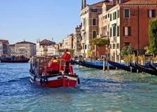 威尼斯,在大运河的交通 免版税库存图片
