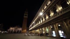 威尼斯,意大利圣马可广场或圣马克` s方形的主要广场在晚上 游人人人群走 影视素材