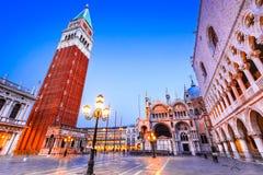 威尼斯,意大利-共和国总督宫殿和钟楼 免版税库存照片