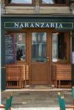威尼斯,意大利- 2018年12月:Naranzaria餐馆 在威尼斯大石桥桥梁附近的一家威尼斯式餐馆在威尼斯 库存照片