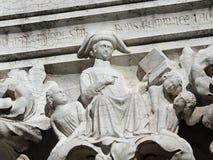 威尼斯,意大利- 2016年7月14日:一个雕象的细节在专栏的 库存照片