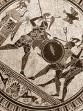 威尼斯,意大利- 2017年7月02日:从老历史希腊油漆的细节在盘 神话战斗对此的英雄和神 图库摄影