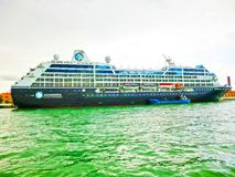 威尼斯,意大利- 2017年5月04日:巡航划线员Azamara靠了码头在口岸威尼斯 库存照片