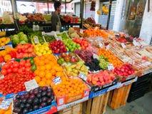威尼斯,意大利- 2017年5月04日:果子摊位的细节在威尼斯 免版税库存图片