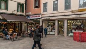威尼斯,意大利- 2018年2月15日:狭窄的街道旅游交通在威尼斯,意大利Timelapse 4K 股票录像