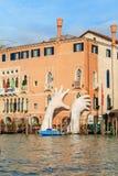 威尼斯,意大利- 2018年1月05日:雕塑:巨大硕大 库存图片
