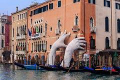 威尼斯,意大利- 2018年1月06日:雕塑:巨大硕大 图库摄影