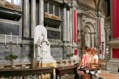 威尼斯,意大利- 2017年8月14日:ss萨尔瓦托雷教会的内部  库存照片