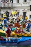 威尼斯,意大利- 2008年9月07日:历史船在9月打开Regata Storica,每年举行在第一星期天 免版税图库摄影