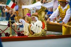 威尼斯,意大利- 2008年9月07日:历史船在9月打开Regata Storica,每年举行在第一星期天 库存图片