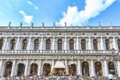 威尼斯,意大利- 2017年4月02日:咖啡馆在著名圣Marco广场 库存照片