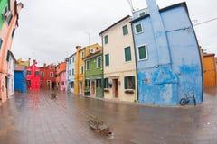 威尼斯,意大利- 2016年2月16日:在五颜六色的房子的宽看法 免版税库存图片
