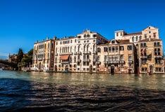 威尼斯,意大利- 2016年8月17日:在大运河都市风景的看法2016年8月17日的在威尼斯,意大利 图库摄影