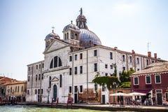 威尼斯,意大利- 2016年8月20日:在威尼斯式盐水湖大运河和海岛都市风景的看法2016年8月20日的在威尼斯 免版税库存图片