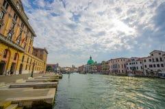 威尼斯,意大利- 2015年6月18日:好的看法威尼斯,大教会的下午中部和全部的pinturesque 免版税库存图片