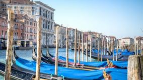 威尼斯,意大利- 2015年2月17日:威尼斯长平底船  库存图片