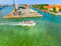 威尼斯,意大利- 2015年6月06日:巡航口岸 免版税库存照片
