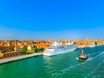 威尼斯,意大利- 2015年6月06日:巡航口岸 库存照片