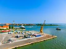 威尼斯,意大利- 2015年6月06日:巡航口岸 免版税图库摄影