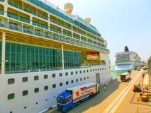 威尼斯,意大利- 2015年6月06日:海的游轮辉煌由皇家加勒比国际性组织的 免版税库存照片