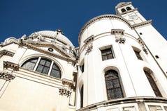 威尼斯,意大利- 2016年8月19日:老中世纪大厦特写镜头著名建筑纪念碑和门面  免版税库存照片
