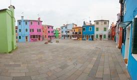 威尼斯,意大利- 2016年2月09日:从一个小的正方形的全景在burano海岛,威尼斯 库存照片