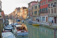 威尼斯,意大利- 2014年3月14日:Fundamenta和运河里约di圣诞老人安娜 免版税图库摄影
