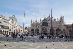 威尼斯,意大利- 9月04,2017:在天空蔚蓝和云彩的美丽的圣马克的大教堂 免版税库存图片