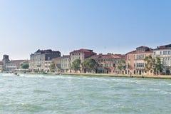 威尼斯,沿盛大渠道的步行 库存图片