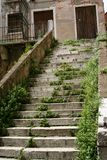 威尼斯,被放弃的宫殿楼梯 库存照片