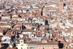 威尼斯,从钟楼di圣marco看见的许多房子 库存图片