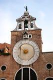 威尼斯, ITALY/EUROPE - 10月26日:在一个大厦的太阳时钟在Ve 库存照片