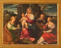 威尼斯-与圣玛丽马德林和st凯瑟琳的圣洁家庭Bonifacio de Pitati在教会基耶萨di圣斯特凡诺里 库存照片