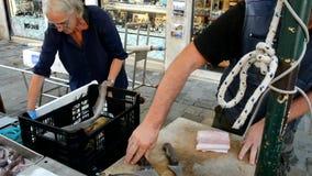 威尼斯 卖鱼和海鲜的街道商店 股票视频
