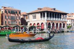 威尼斯4月29日2017年,威尼托,意大利 在盛大Cana的长平底船 图库摄影