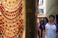 威尼斯玻璃器皿首饰在威尼斯,意大利 图库摄影