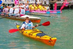 威尼斯Vogalonga赛船会的划桨手,意大利 图库摄影