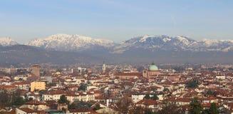 威岑扎市冬天全景在意大利 库存图片