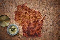 威斯康辛状态地图在一张老葡萄酒裂缝纸的 免版税库存图片