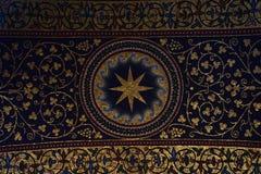 威斯敏斯特大教堂的天花板的室内装饰在伦敦 图库摄影