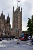 威斯敏斯特宫殿和伦敦街道 图库摄影