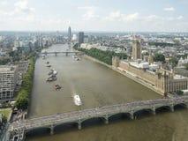威斯敏斯特宫殿和泰晤士,看见从伦敦眼 免版税库存照片